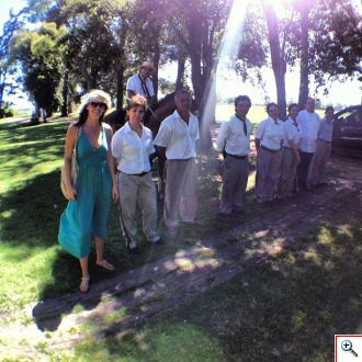 Jenny welcomed by the staff of La Bamba de Areco