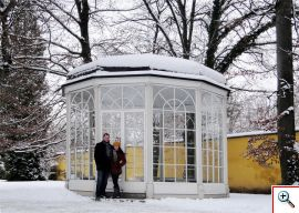 Jill & Nick at the gazebo in Schloss Hellbrunn